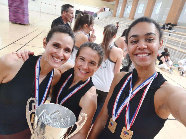 3 filles en or